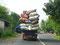 Laster mit Plastikmüll - In Indonesien wird ohne Arbeitsschutzbestimmungen recycelt