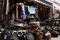 Läden in kleinen Holzhäuschen beherrschen die Nawate-Street
