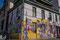 Valparaiso - Farben, Farben Farben ... nicht einfach ein wenig Graffiti. Nein: echte Kunstwerke werden angebracht.