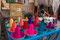 Wie in allen indischen Städten wimmelt es von kleinen und ganz kleine Händlern. Hier werden Wasserfarben angeboten.