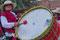 """Tilcara - und das mit einem Riesenklamauk aus Trommel, Indio-Flöten und Rhythmusinsturmenten. Das Ganze mit voller Inbrunst zelebriert vom 5 bis """"Uralt""""-Jähigen."""