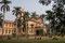 In Varanasi ist die Banaras Hindu University - es sei eine der grössten Unis' in ganz Asien. Hier die Bibliothek mit dem Garten zum Lesen