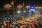 Am Abend finden an den Ghats Aarti-Zeremonien statt. Dies ist eine Andacht zur Götterverehrung. Sie dauert etwa 45 Minuten.
