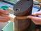 Das Biegen der Reifchen erfolgt in der gleichen Weise wie das Biegen der Zargen mit Hilfe des erhitzten Biegeeisens.