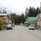 """auf der linken Strassenseite befindet sich die berüchtigte """"Glacier Inn"""" Bar"""