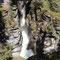 Der Malinge Canyon hat sich bis zu 55m tief in den Kalksteinfelsen geschliffen