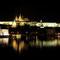 nachts vom Nationaltheater in Richtung Hradschin und Karlsbrücke