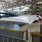 Die riesigen Flügel werden ebenfalls im Nietdog an den A380 montiert.