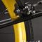 Bici fissa con dettaglio cerchio posteriore anodizzato in color oro e freno Z-Star