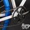 Bicicletta fissa Aqua. Dettaglio guarnitura e cerchio anodizzato blu