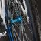 Dettaglio mozzo flip-flop in bici a scatto fisso Aqua