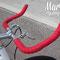 Banda rossa su manubrio a corna nella bici a scatto fisso Bullhorn