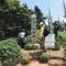 親類有志で三爺慰霊登山をしました。お花畑にて(2013年8月撮影)