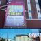 Ausstellungstransparent und Stadt