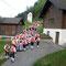 Über das Forstmuseum geht´s zum Maibaum-Aufstellen auf den Ortsplatz