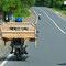 Weiter Richtung Kalibaru. Kurioses auf der Strasse. Better kann man auch auf Motorräder transportieren.
