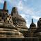 Yogyakarta. Borobudur, im Jahre 1006 wurde die Anlage von vulkanischer Asche bedeckt.