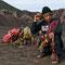 Dem Vulkanschlund werden Blumen geopfert. Vor langer Zeit wurden in Indonesien auch Menschen geopfert.
