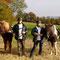 Die Sonne genießen - bevor der Winter kommt... (Brigitta und Andreas mit ihren Pferden)