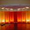Bühnenbild, Bayrischer Hof, München für Vortrag von Dalai Lama
