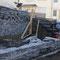 13.02.2015, die Firma Friedrich arbeitet bei sonnigen Winterwetter an den Schiefermauern
