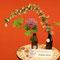 Ottobrunn, Tagwerk Biomarkt Arkade - Arrangement (in Milchflaschen) von A. Denig: gemeiner Liguster, Japanischer Knöterich, Allium, Ahornzweig