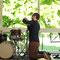 ... und Philipp Klahn, Schlagzeug  beim Aufbau im KUBIG400