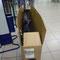 Fast parat für den Abflug. Fahrradverpackung am Flughafen Bukarest, Rumänien.