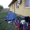 Camping hinterm Gemeindehaus. Deleni, Rumänien.