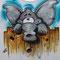 Elefant blinzelt über den Zaun