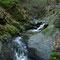 岩場の流れが続く源流域の渓相