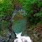 島根のロープをつたって登る「ごぎ」のいる渓流