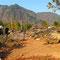 Au milieu de roches volcaniques,  à la frontière birmane