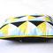 Kissen Dreiecke 40 x 40 cm mit gelbem Paspelband und gelben Snaps auf der Rückseite