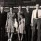 Hochzeit Vater mit Frieda Gerber; von links: Frieda Gerber, Heini, Vater, Gertrud Zenger, H.U. Schwaar, Heidi Widmer, Christian, Peter, 2.9.1944