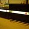 Ausgabetresen Frontplatte mit Schichtstoff, bedruckter ESG-Scheibe und Leuchtstoffröhre, Tresen- und Arbeitsplatte mit Schichtstoff belegt, Bartresen im gleichen Design