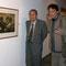 Jorge Ara y Jose Saldarriaga frente a una aguatinta de Pepe