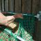 Seitenteile des Netzes nach innen sichern.