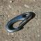 Schnappkarabiner: 5cm Länge, leicht zu öffnen, relativ sicher.