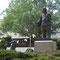 参道左側は、「因幡の白兎」御慈愛の像。