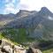 Die gegenüber liegenden Gipfel Orvasstinden (links - 980 m) und Breidtinden (rechts - 963 m) bieten einen Traumblick über den Fjord.