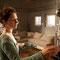Filmstill: Die Frau erkundet heimlich die Wohnung