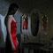 Filmstill: Elise im roten Kleid