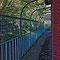 Ce balcon n'a rien à envier aux corridors des prisons.