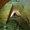 Galerie envahie par une coulée de marne verte.