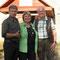 Internatsleiter Alexander, Dorothea Volkert und Udo Reitz vor der Internatsschule in Pereslawl
