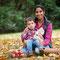 Natürliches Posen für Mutter und Sohn