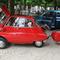 Während die Amerikaner mit Riesen-Cadillacs unterwegs waren, setzte man in Deutschland auf die BMW Isetta. Immerhin mit Anhänger. Text und Foto: Thomas Kopp, FNP