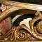 Nachschnitzen der fehlenden Verzierungen anhand von Vorbildern.