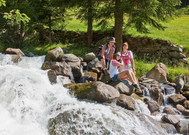 Gesundheitswege Alpinwellt Weißenbach, Kräuterweg, Bewegungsweg und Kneippweg
